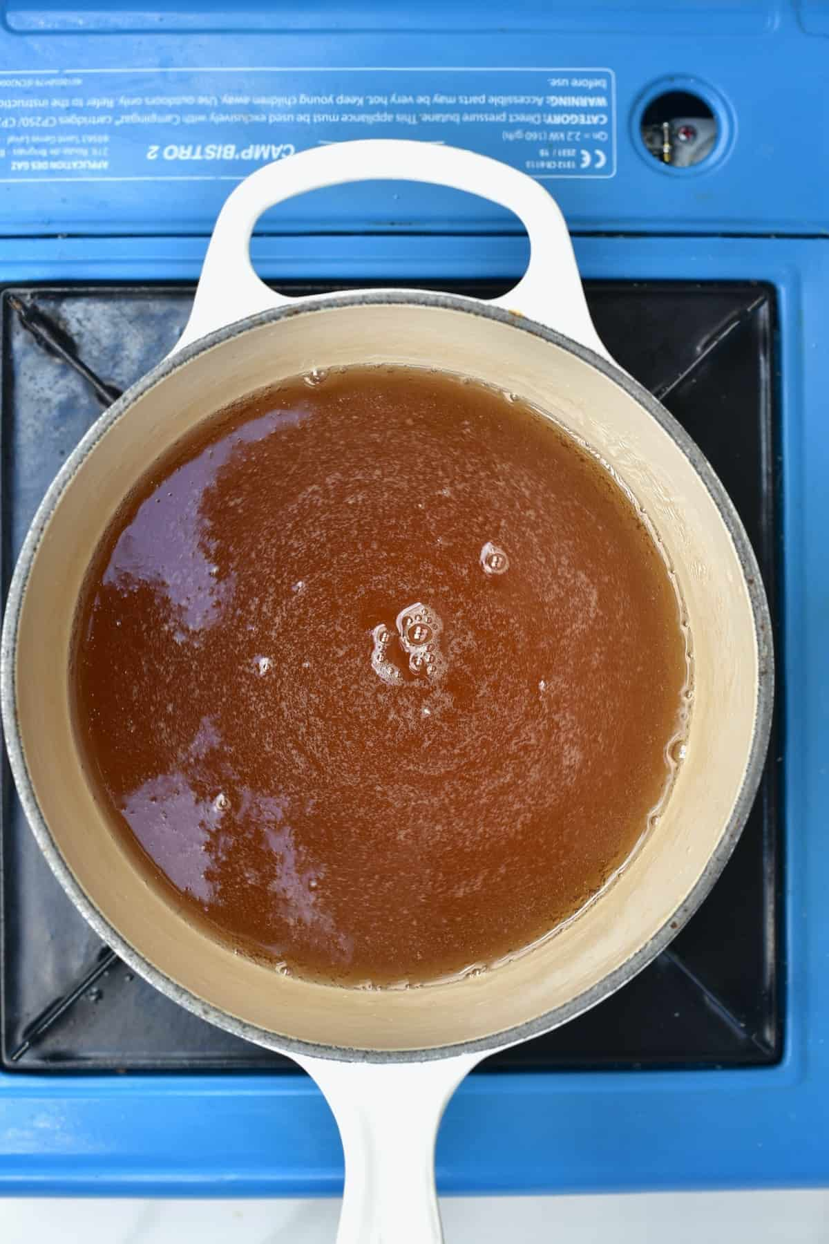 Making sugar syrup in a pan