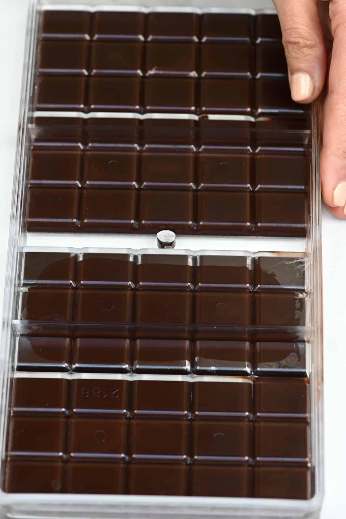 Unmolding chocolate