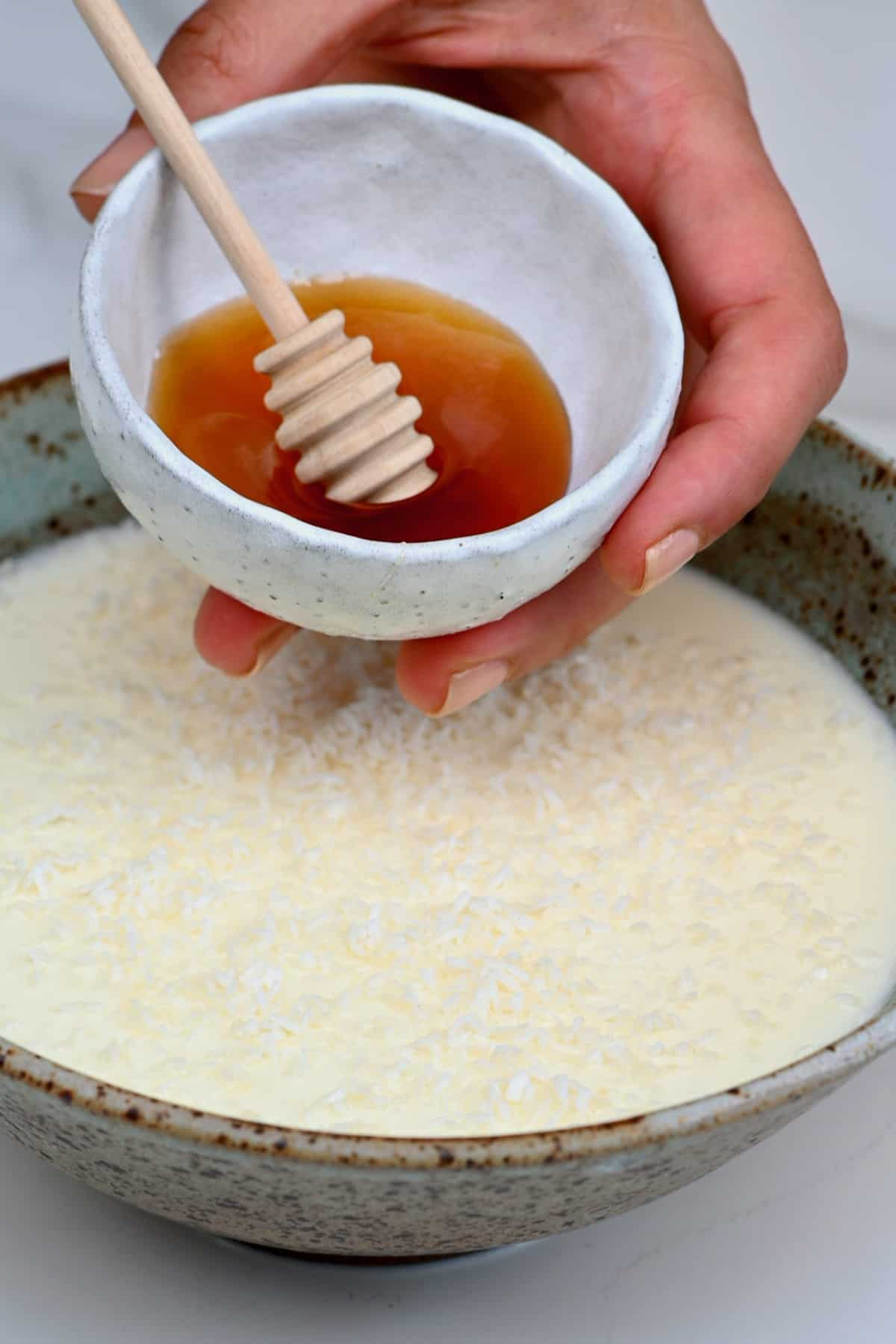 Topping ginger milk pudding with honey