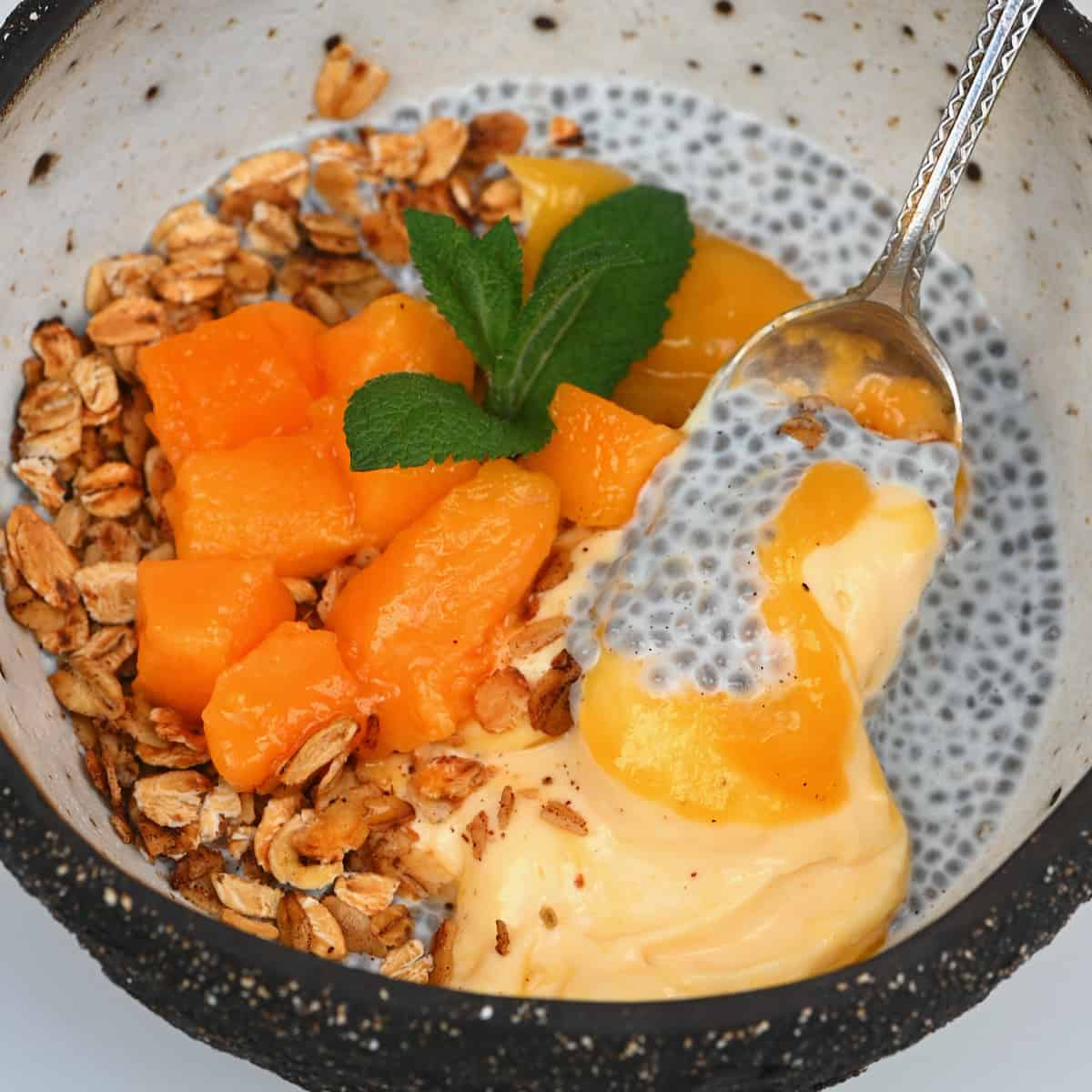 Mango breakfast with chia pudding