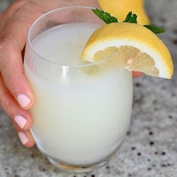 A glass of creamy lemonade