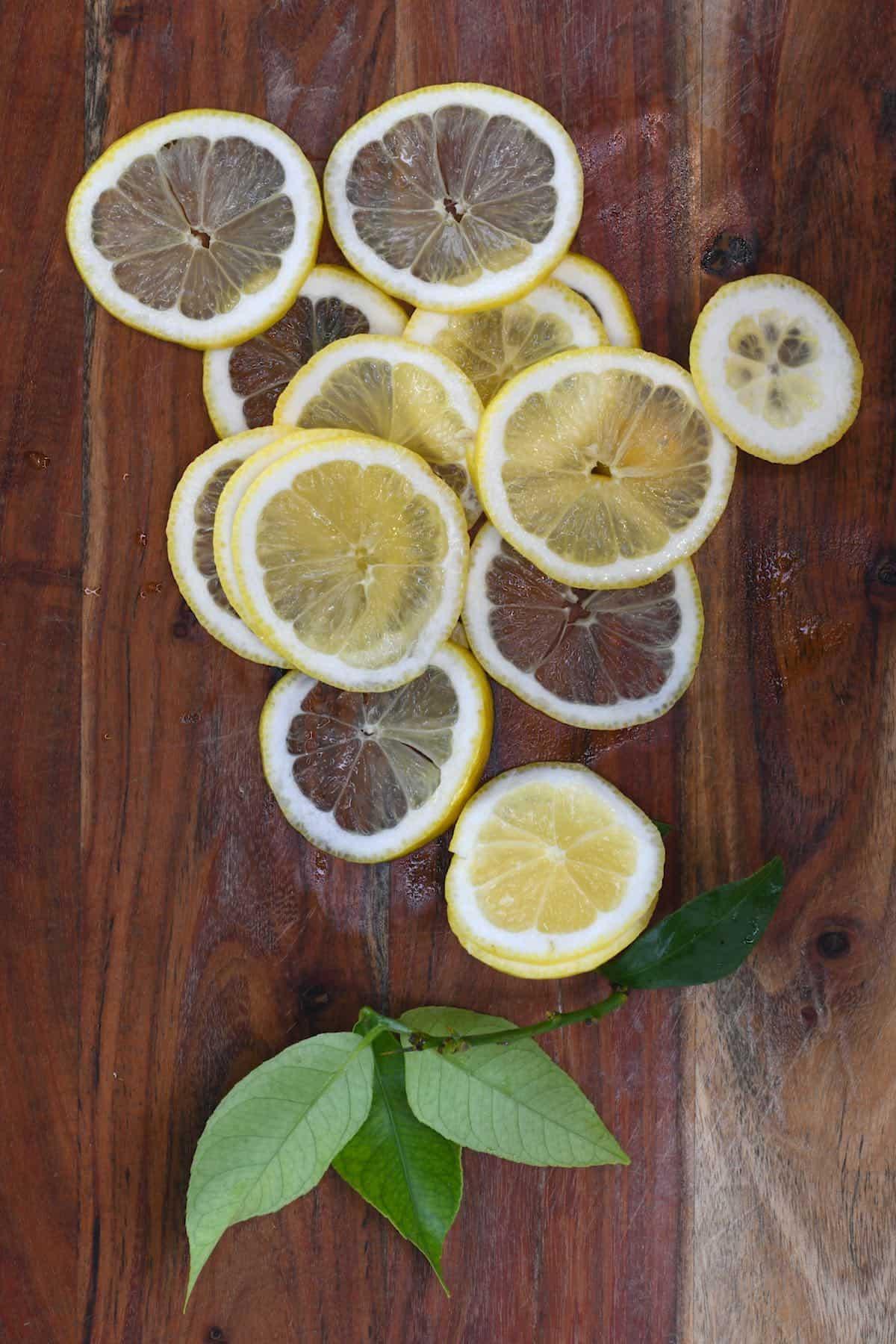 Thinly sliced lemon