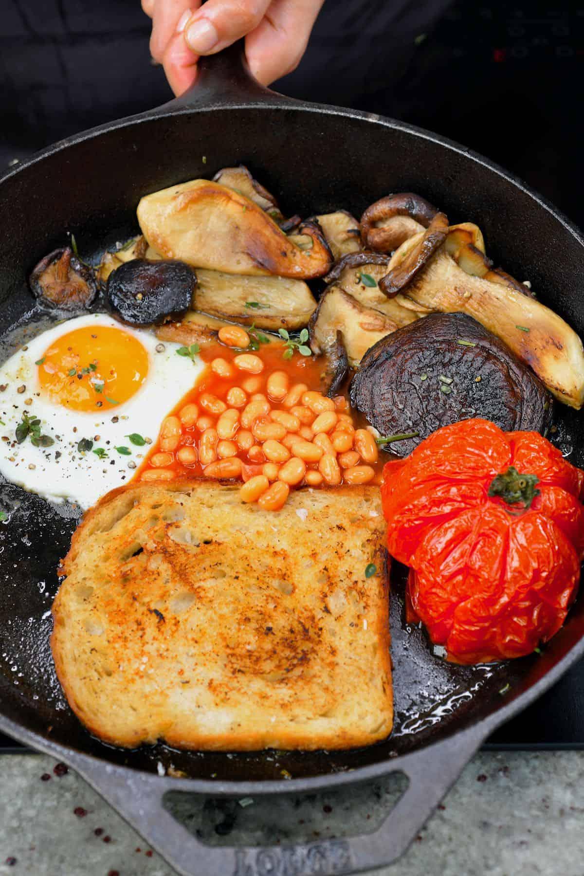 English breakfast in a pan