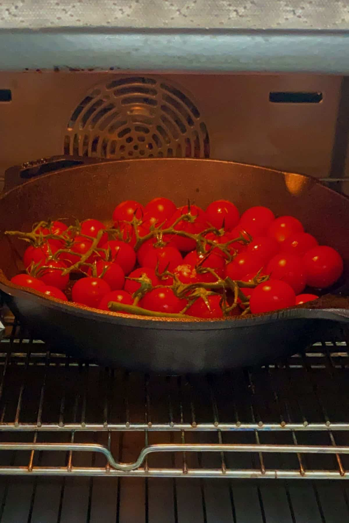 Roasting tomatoes in the oven
