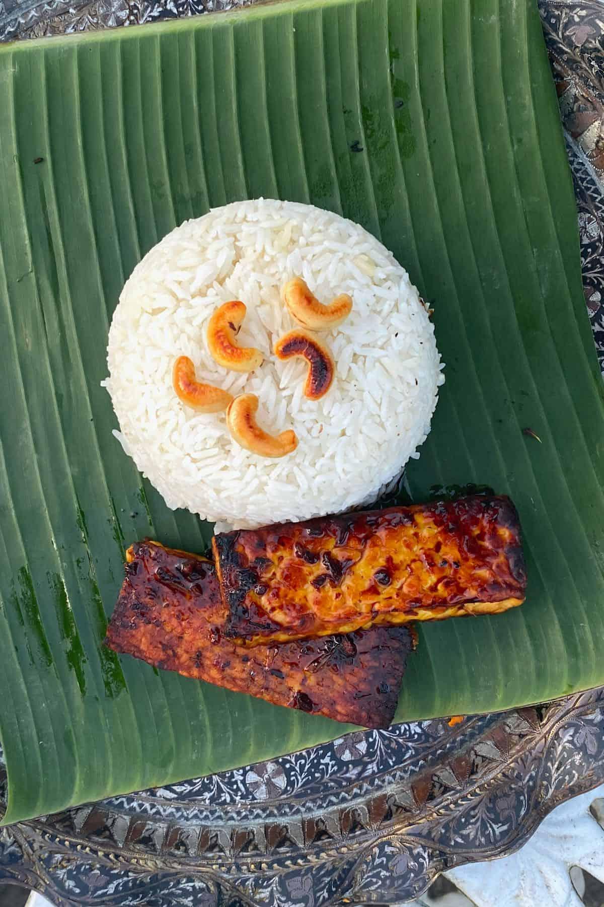 Fried tempeh nasi uduk rice